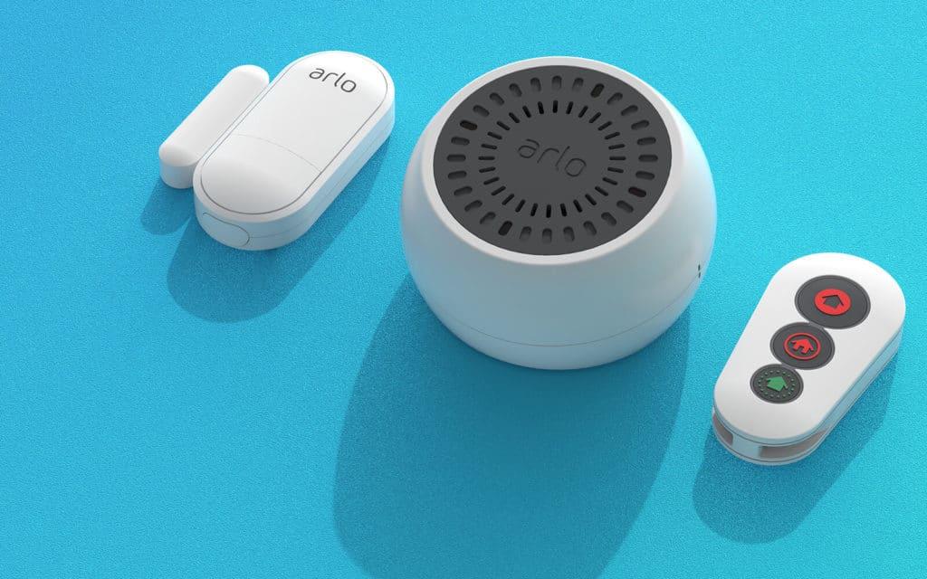 Arlo Multifunktionssensor, Sirene und Fernbedienung.