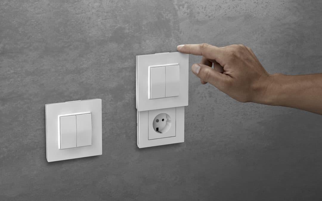 Versteckdose: Friends of Hue Schalter ergänzt Lichtschalter um versteckte Steckdose