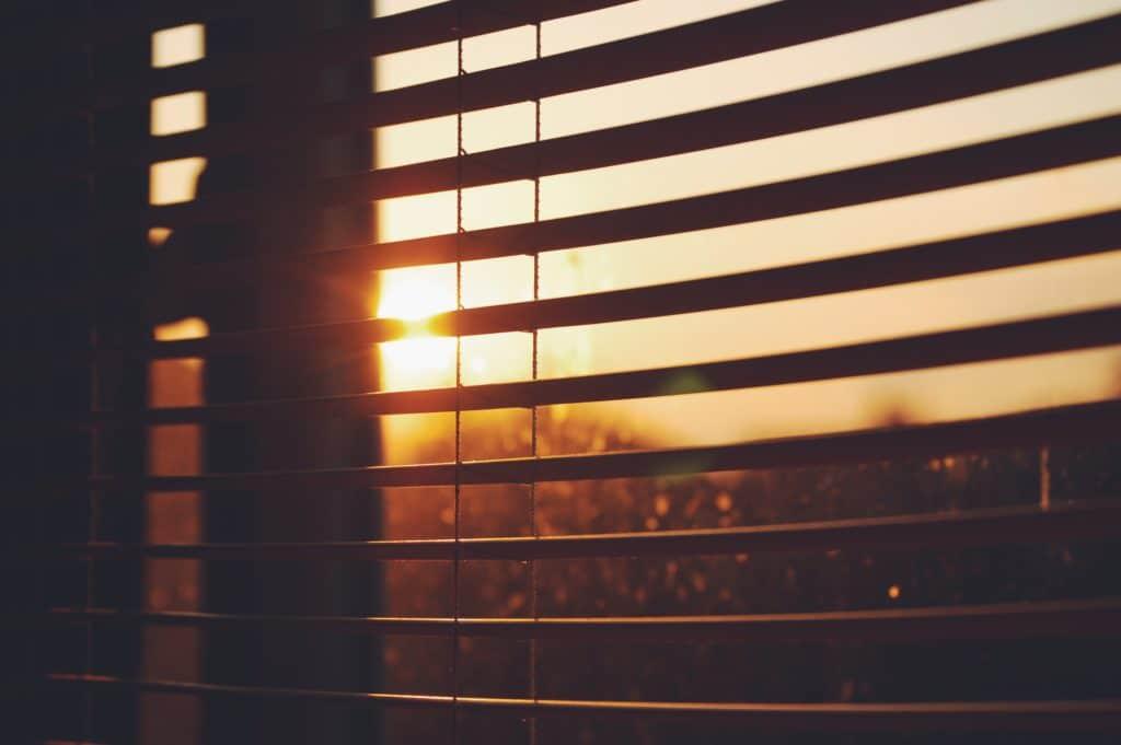 Rollos auf der Sonnenseite automatisch schließen